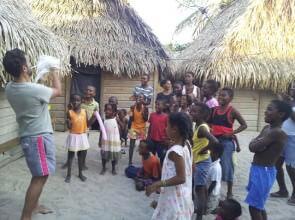 Il mago leo con tutti i bambini di Chachauate