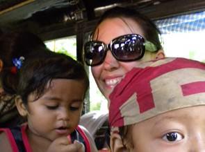 In viaggio con Magali e i bimbi Verso Bandipur Nepal