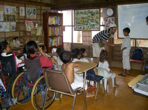 Mago Leo all'ospedale di Emergency a Battanbang Cambogia