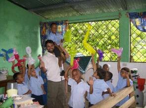 Mago Leo in Costa Rica scuola elementare