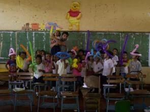 Mago Leo in Nicaragua scuola elementare