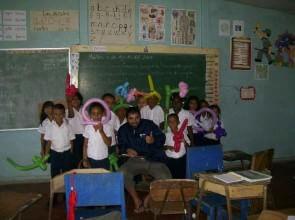 Mago Leo in una scuola del centro America