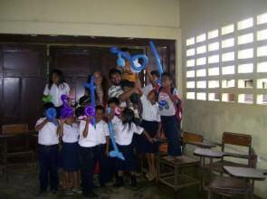 Mago Leo in un'isola di Kuna Yala scuola elementare
