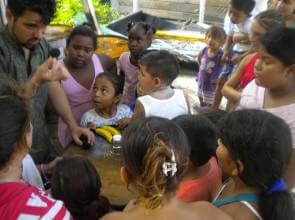 Mago Leo nelle strade di Key Caulker Belize