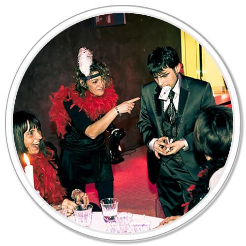 Mago Leo intrattiene gli ospiti di un matrimonio