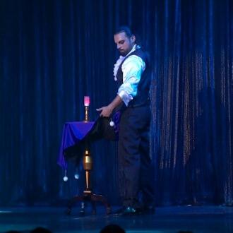 teatro prestigiatore mago illusionista leonardo carrassi